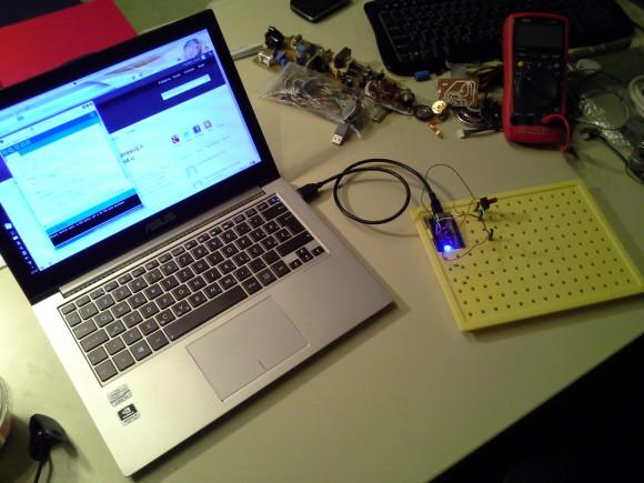 Arduino uparen s potenciometrom da bi kontrolirao glasnoću zvuka na računalu