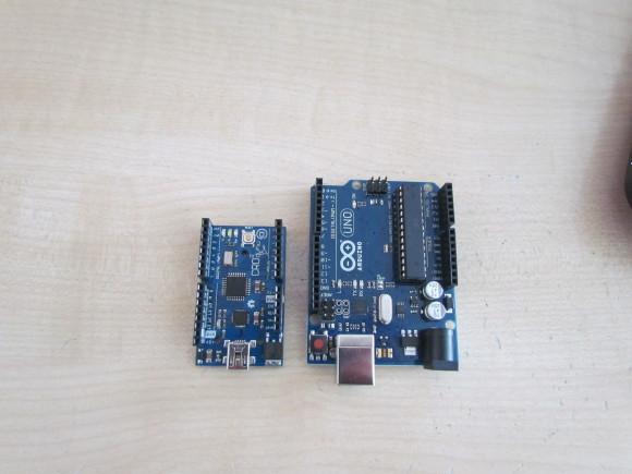 Evo kako Croduino Basic2 izgleda pored prvog Arduina